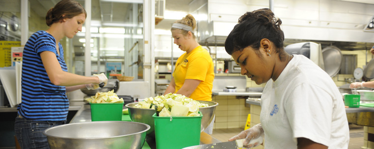 Kent State Students Volunteer At The Campus Kitchen At Kent State By  Preparing Food In Beall